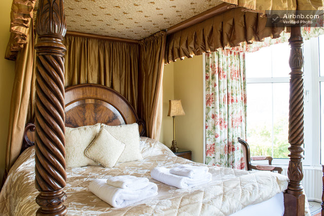 The Langdale offers a magnificent 4-poster bed and is perfect for a relaxing romantic break. Enjoy some tremendous lake views from this room.