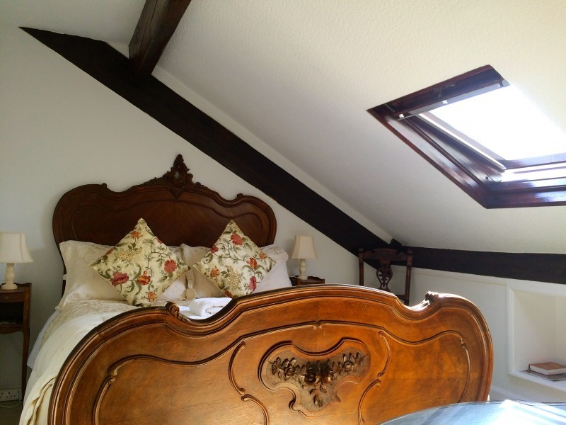 The Attic room is graced by a Louis XV-style bed from the 19th century.