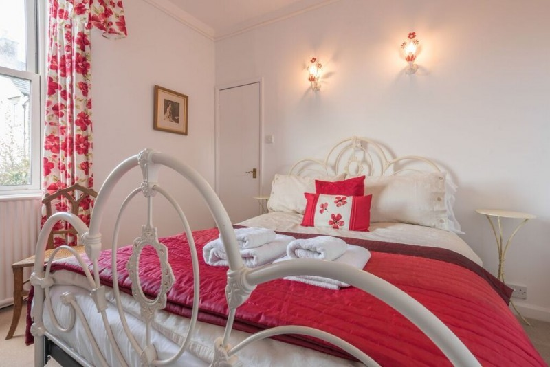 Bag a Special Offer and stay with us from only £39.50. per person per night including breakfast in our cosy en-suite room, The Poppies, with Lake views.